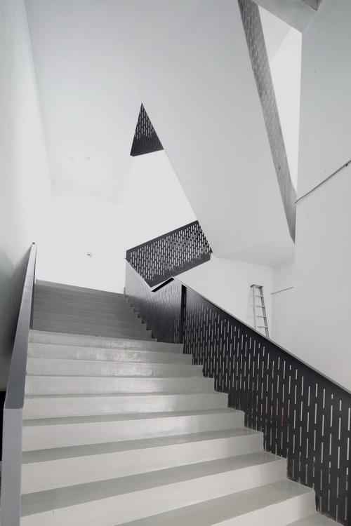 06_interiorr-5_ stairs_6737a_ac