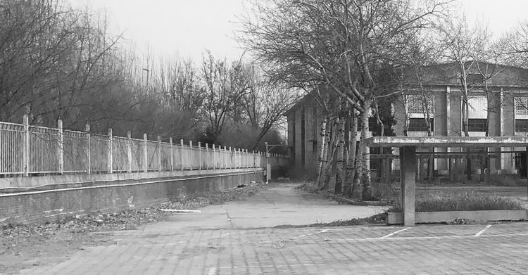 05-把工厂划为城市飞地的围墙