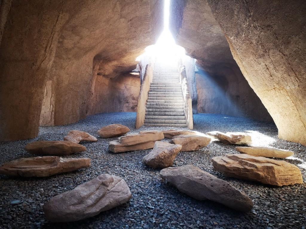 16 洞穴内的光影效果(摄影 马飞)