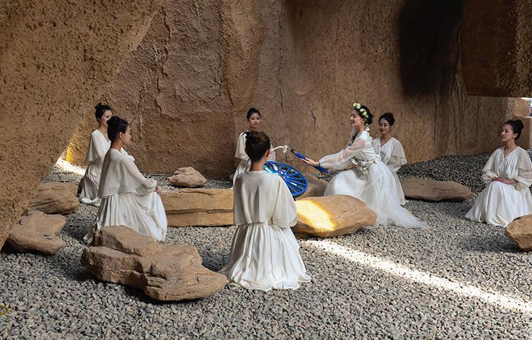 2019年3月28日二青会取火仪式圣女在一线天下取圣火